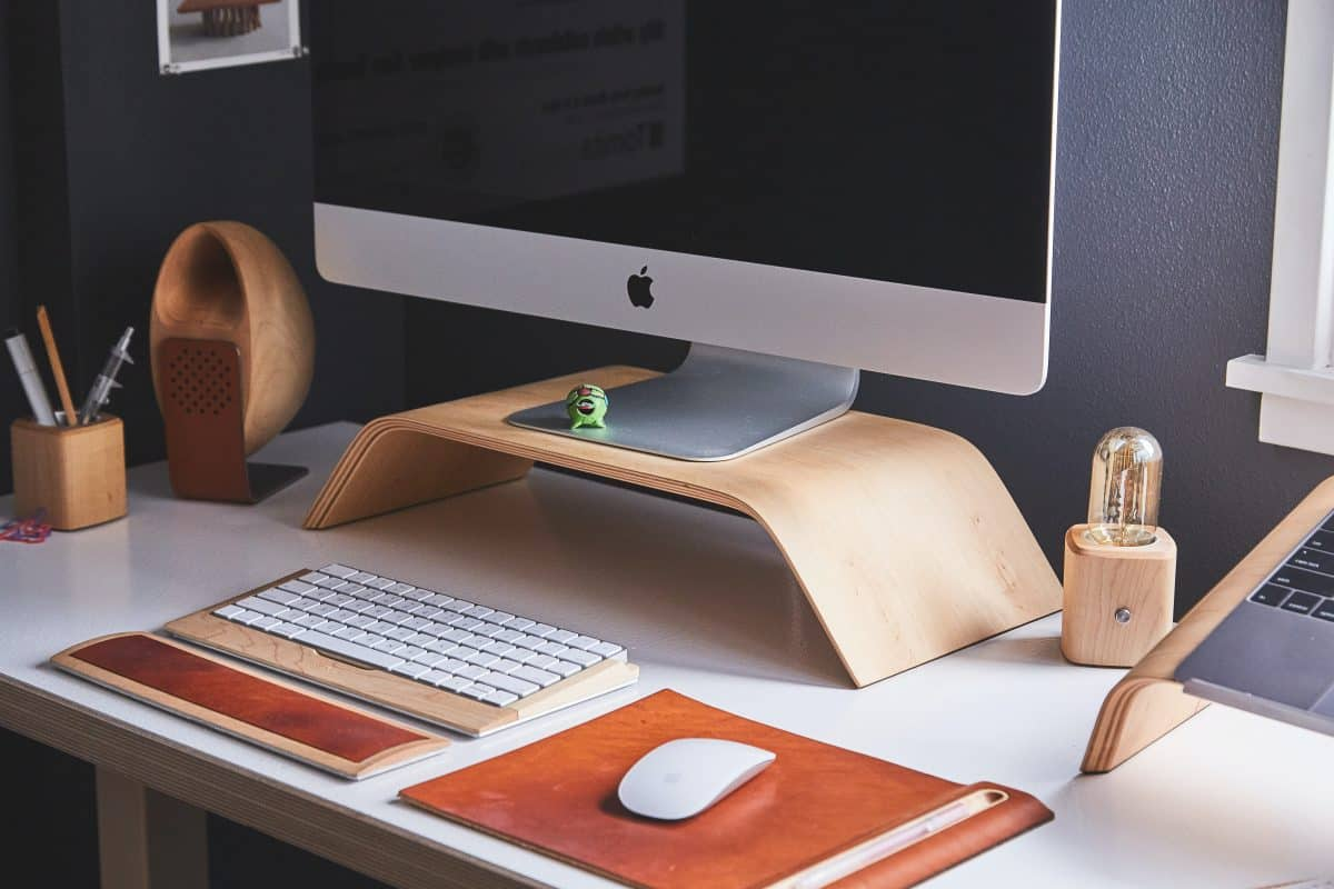 10 Tips On How To Organize Your Home Desk Like a Boss!