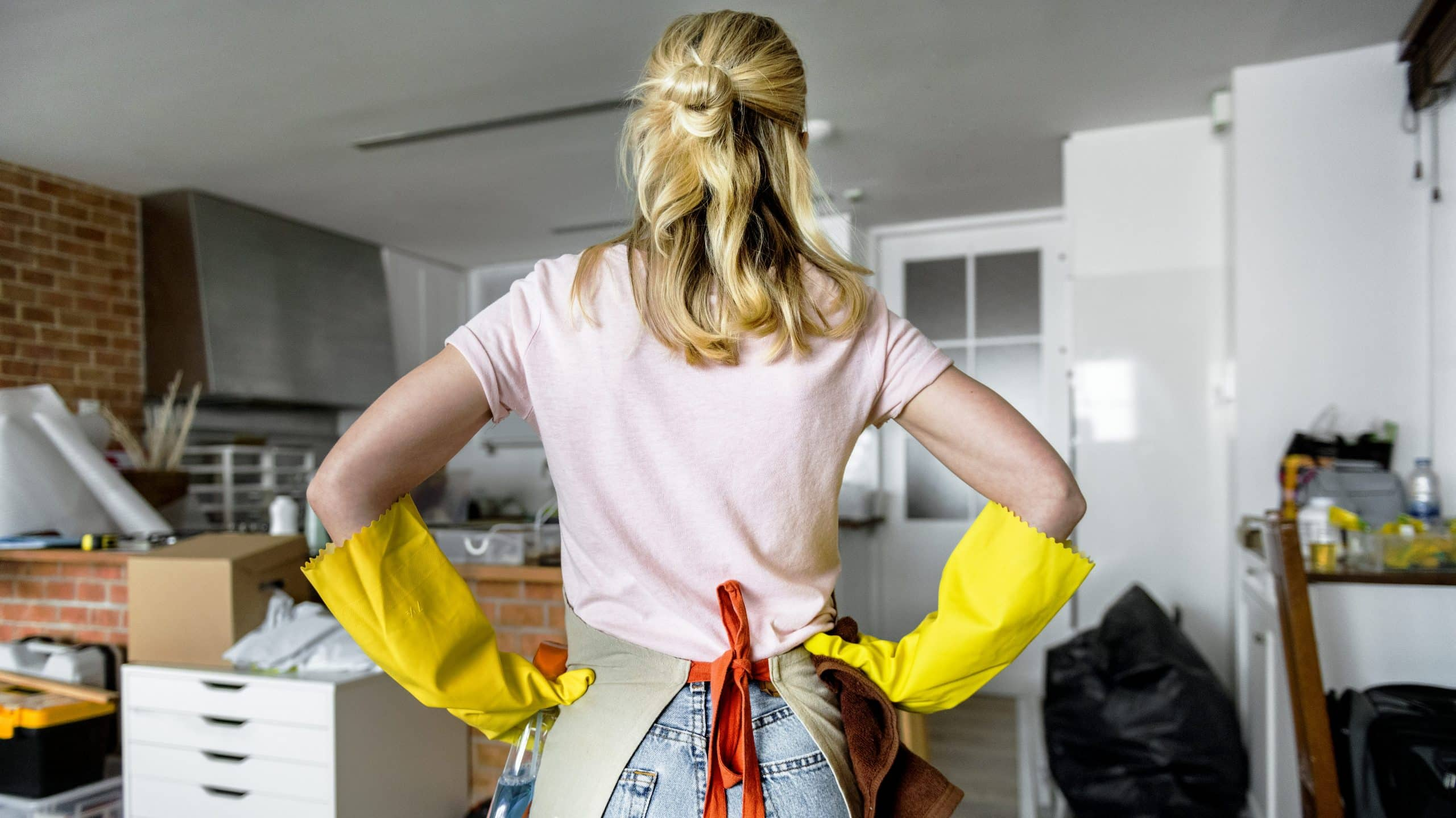 woman cleaning the house PVYU4BE edited scaled